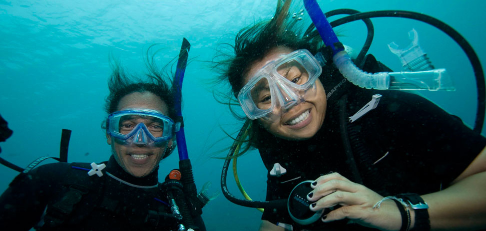 diving-friends-small.jpg